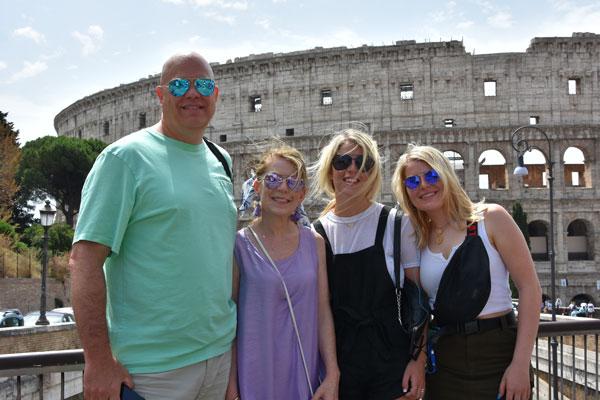 tourist-colosseum